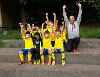 TSG Irlich - E1-Jugend in Siegerpose nach dem Auswärtserfolg in Heimbach