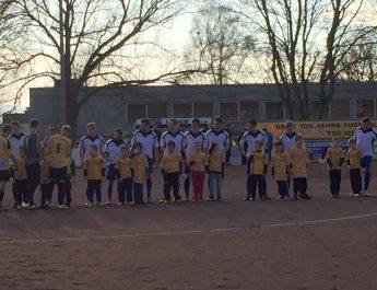 Die kleinen der TSG Irlich durften am letzten Spieltag im Jahr 2015 mit der ersten Mannschaft einlaufen.