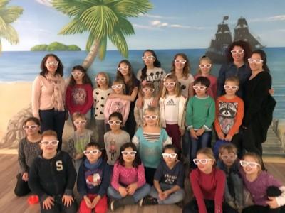 Die Kinderturngruppe feiert bei seine Weihnachtsfeier 2015.
