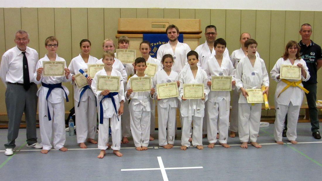 Die Taekwondo Skorpions der TSG Irlich mit erfolgreicher Gürtelprüfung.