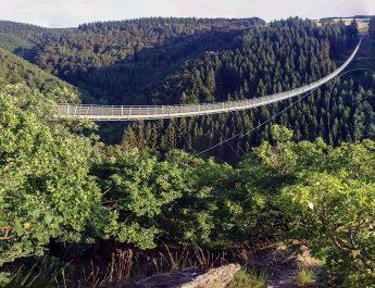 Die Wandergruppe der TSG Irlich begibt sich zur Hängeseilbrücke Geierlay. Ein tolles Gefühl.