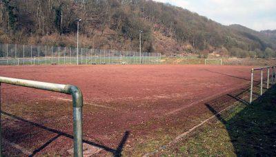 Der Sportplatz des SSV Bad Hönningen ist in die Jahre gekommen. Daran lag die Niederlage für die TSG Irlich jedoch nicht. Foto: san (www.rhein-zeitung.de)