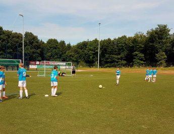 Die D-Jugend der JSG Niederbieber-Irlich beim aufwärmen vor ihrem ersten Spiel der Saison 2016/17.