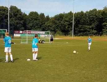 Die D-Jugend der JSG Niederbieber/Irlich beim aufwärmen vor dem Spiel.