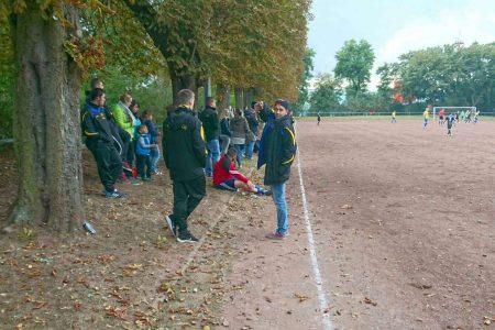 Zahlreiche Zuschauer sahen auf dem Neuwieder Jahnplatz die TSG Irlich beim F.C. Ottoman Neuwied.