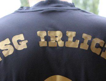 """Ein schöner Rücken ... der """"TSG Irlich""""-Schriftzug."""