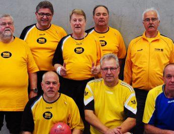 Das Prellball Team der TSG Irlich; v.l.n.r. stehend Dieter Schreiber, Jürgen Staudt, Horst Stamm, Dietmar Weber & Bernd Weihrauch, knieend v.l.n.r. Patrick Hoffmann, Reiner Wolf & Michael Mülhöfer