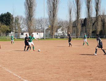 Viele harte, dennoch faire Zweikämpfe bei bestem Fußballwetter. Die Partie zwischen den Reserveteam der TSG Irlich und vom FV Engers endete ohne Sieger.
