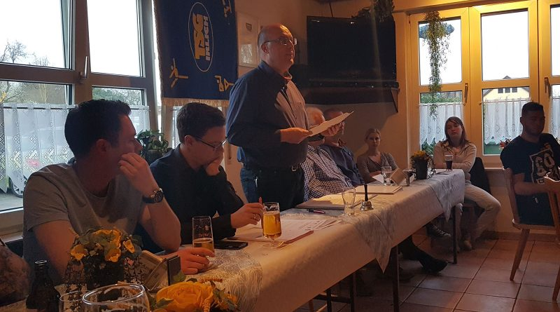 Rede des 1. Vorsitzenden Markus Josten. Er lobt bei der Jahreshauptversammlung 2017 die gute Arbeit, die die Mitglieder des Vereins leisten.