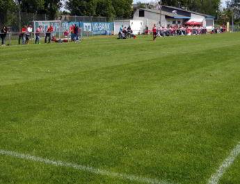 Die TSG Irlich fährt mit leeren Händen von Hüllenberg nach Hause. An diesem Tag waren Nachbarn der SG Feldkirchen das bessere Team und entschieden das Derby mit einem 2:1 verdient für sich.