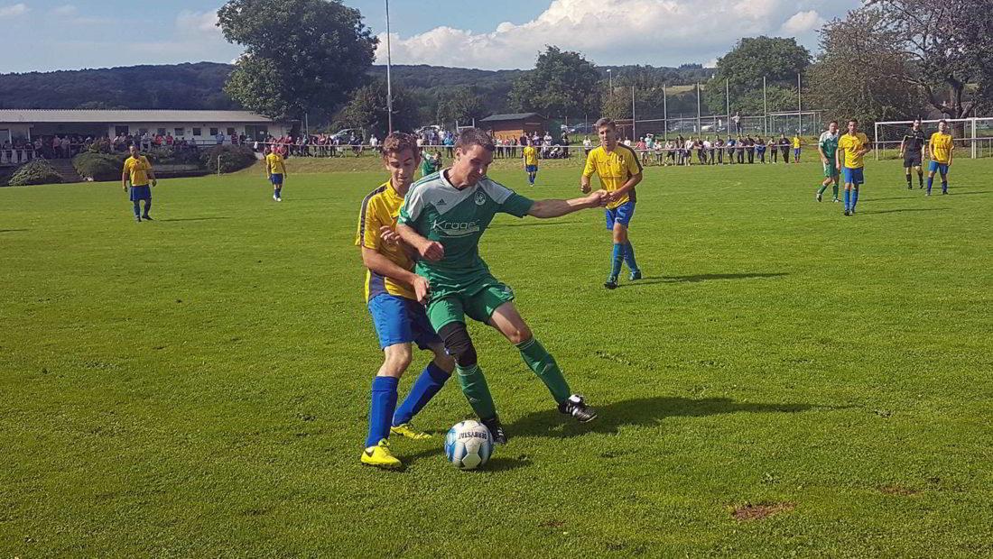 Rassiges Derby bereits am ersten Spieltag der Kreisliga C. Die TuS Rodenbach (grüne Trikots) empfing die TSG Irlich. In dem hart umkämpften Spiel setzte sich Irlich mit 3:2 durch.
