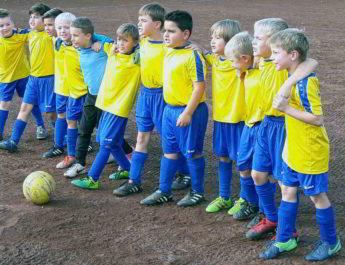Die F-Jugend der TSG Irlich steht zu jeder Zeit zusammen. So auch bei der unnötigen 0:4-Niederlage gegen die JSG Waldbreitbach.