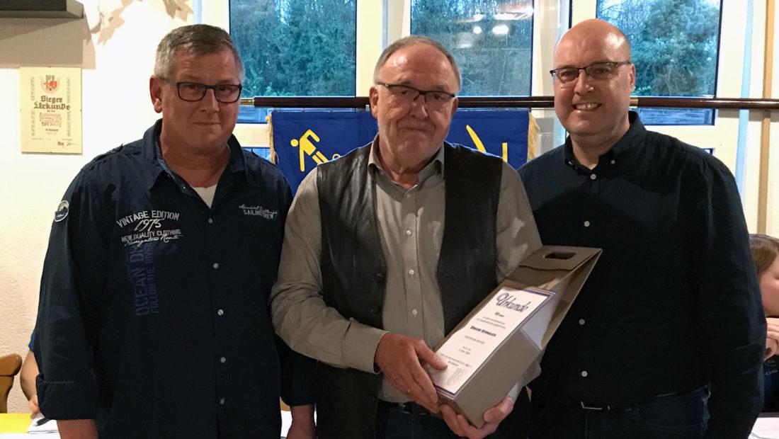 Der Ehrenspielführer der TSG Irlich, Erhard Kernbach, wurde für 60 Jahre Vereinstreue geehrt.
