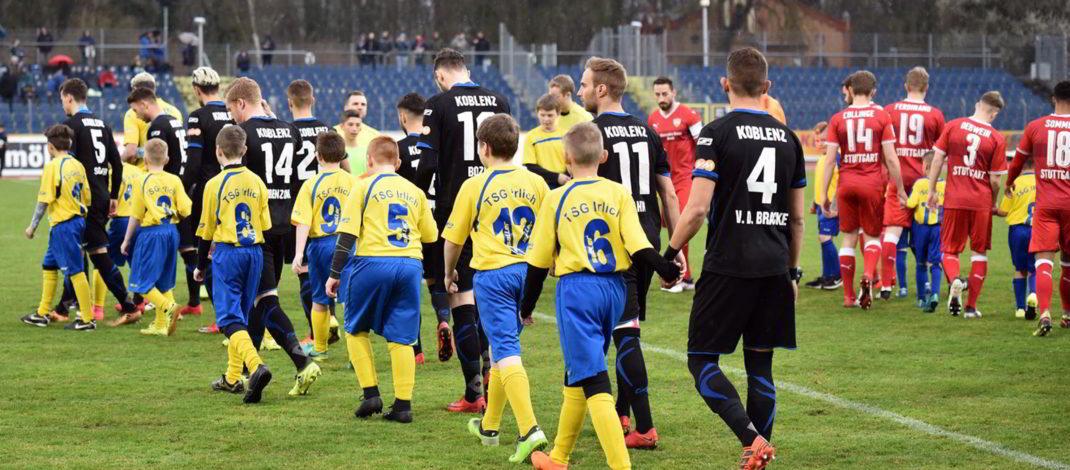 Jugend als Einlaufkinder bei der TuS Koblenz