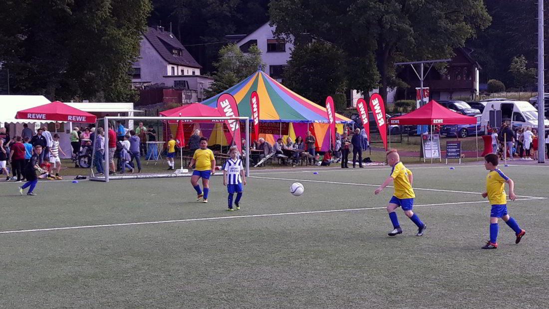 Die F-Junioren hatten beim REWE-Pfingst-Cup in Straßenhaus ihren Spaß.