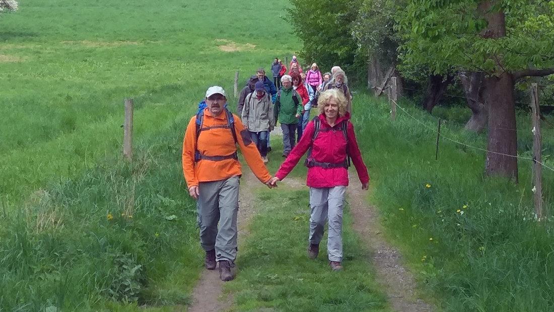 Froh vergnügt wanderte die TSG Irlich am 1. Mai im vorderen Westerwald.