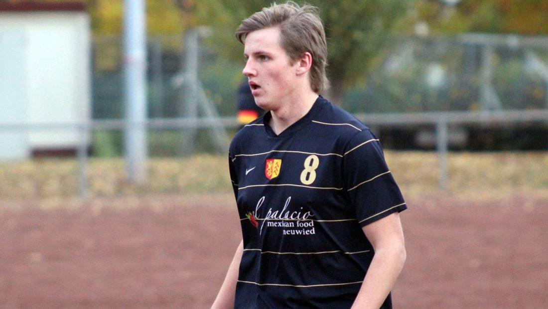 Ungluecksrabe Artem Dadynskij erzielte mit seinem Eigentor die Führung für dem SV Rengsdorf II. Dennoch konnte er zusammen mit seiner Mannschaft das Ruder umreißen und das Spiel siegreich beenden.
