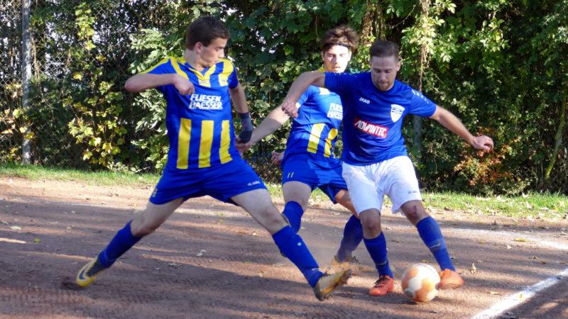 Auch zu Zweit war der FC Unkel (weiße Hose) nur sehr schwer zu stoppen.