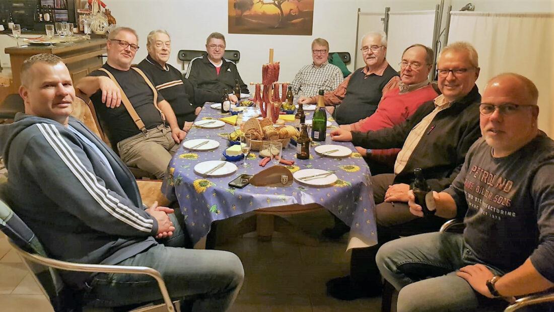 Die Prellballer der TSG Irlich v.l.n.r Thomas Kohl, Rolf Schöning, Klaus Pinhammer, Jürgen Staudt, Horst Stamm, Bernd Weihrauch, Dietmar Weber, Reiner Wolf & Patrick Hoffmann